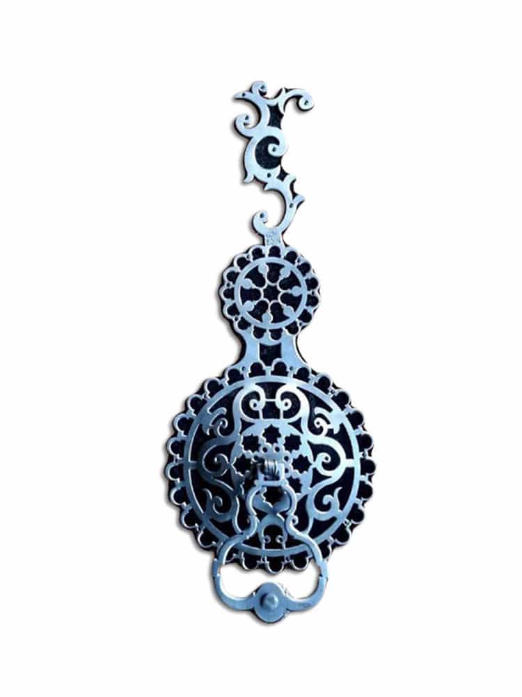beauty-around-door-knocker
