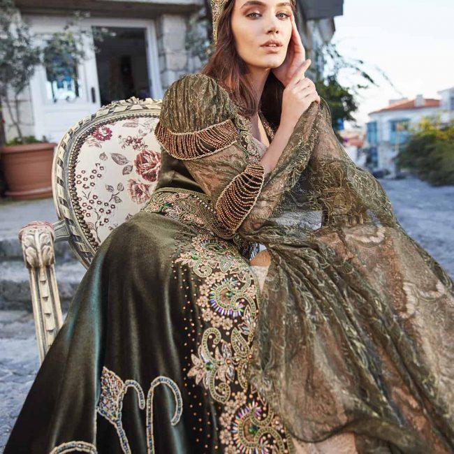 green henna dress