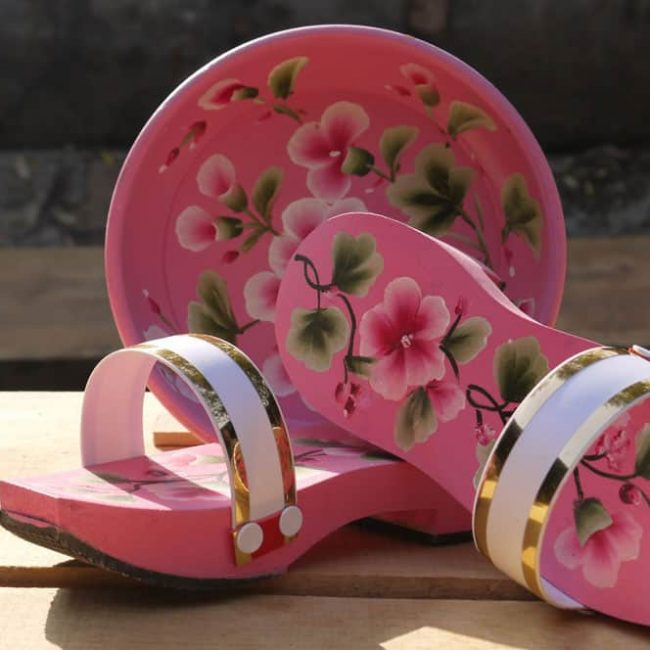 traditional clogs pink